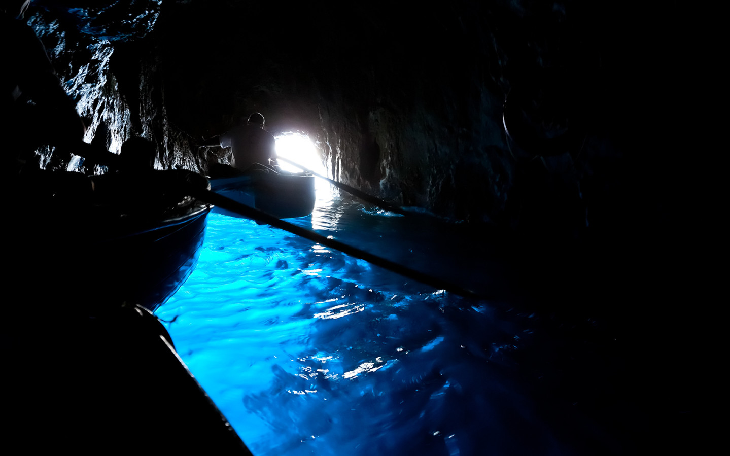 blue_grotto_capri_row_boat