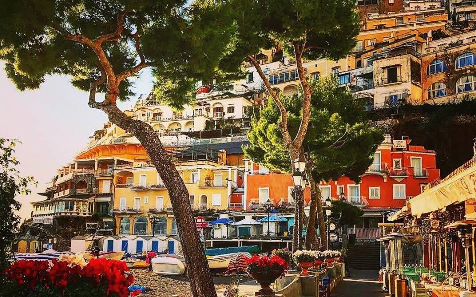 positano-shopping-center-beach-visit