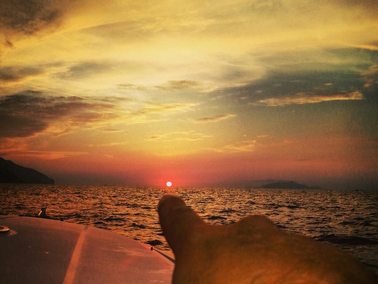 Booking tour boat in Capri